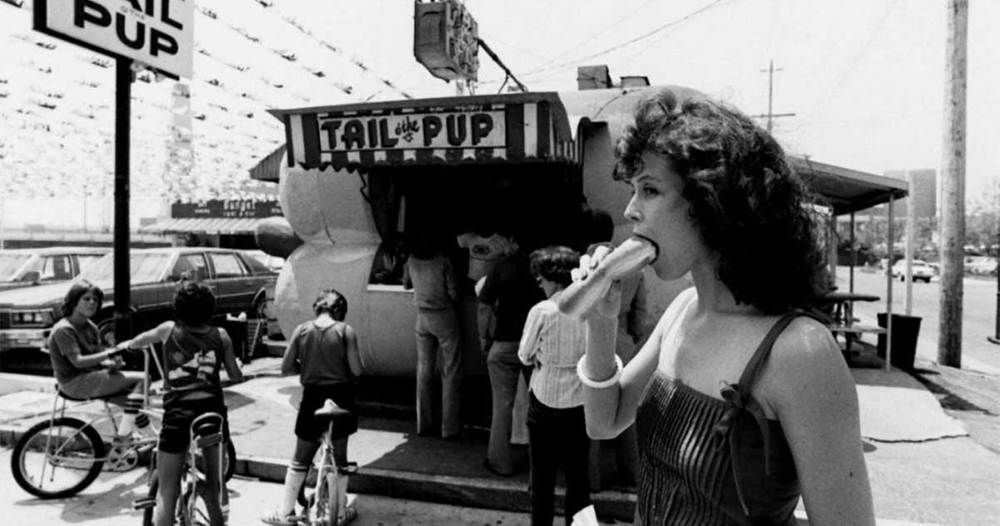 Sigourney Weaver And A Hotdog