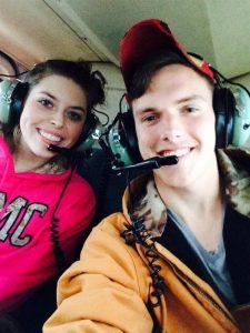 Maggie e Caleb in elicottero