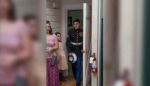 Caleb entra nella stanza della sposa