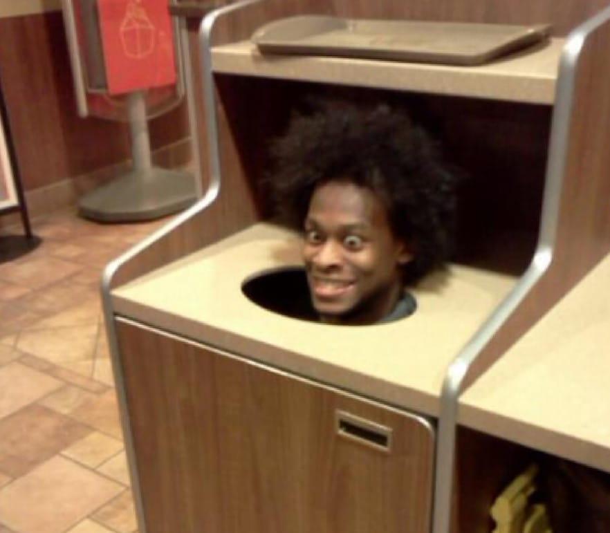 맥도날드 쓰레기통 안에서 어떤 것이 발견 되었는지 절대 말하지 마세요