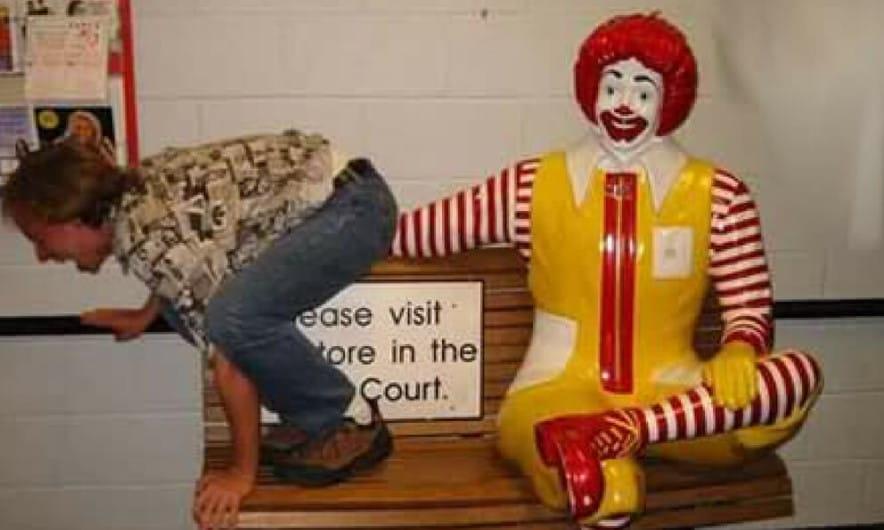 맥도널드에서는 술을 안파는 것이 맞죠