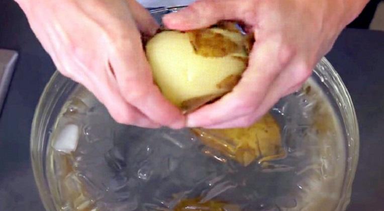 Un Bol D'eau Pour éplucher Vos Pommes De Terre