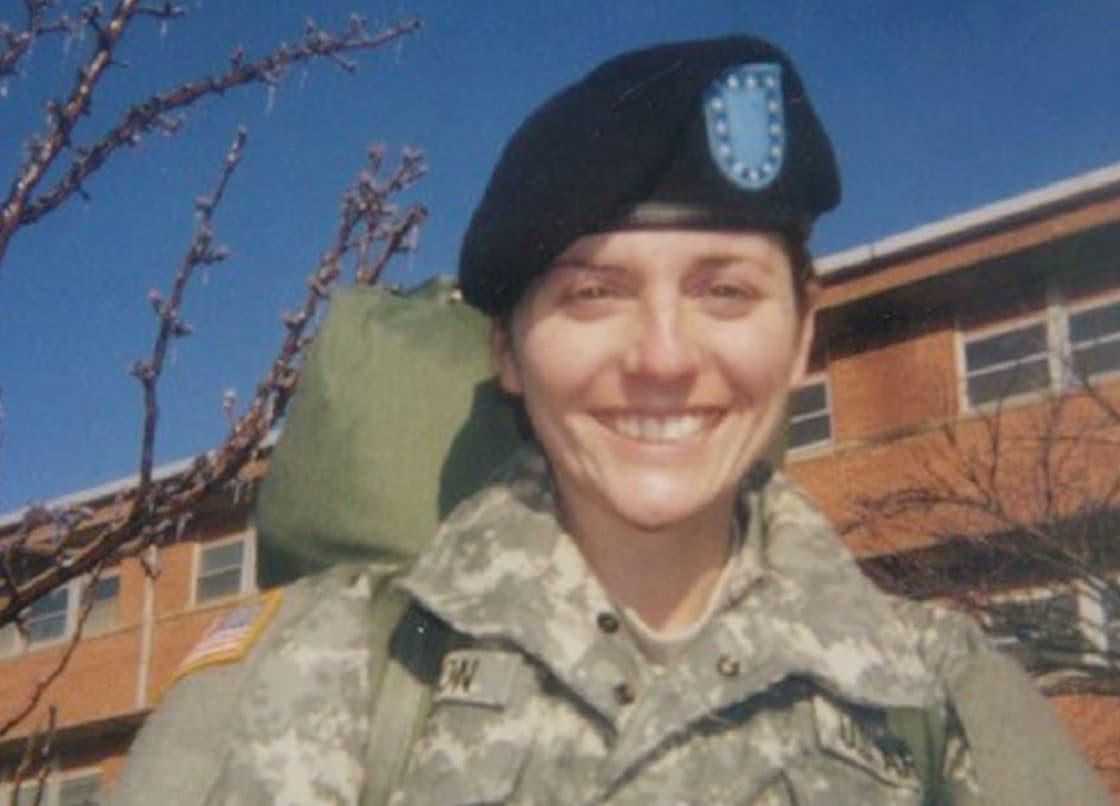 Ella Había Sido Militar