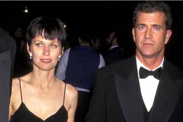 Mel Gibson & Robyn Moore – $425 Million