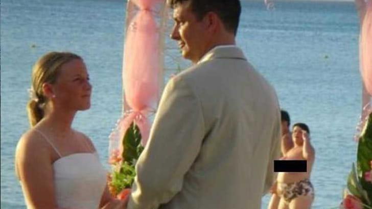 Eine Weitere Nude Beach Hochzeit
