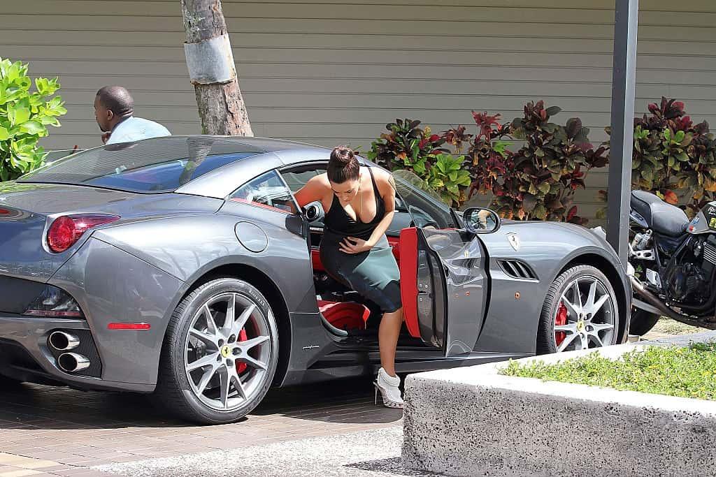 Kim-Kardashians-Ferrari