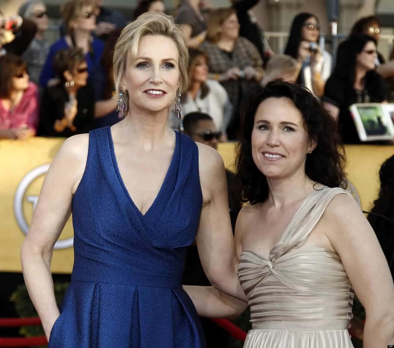 Jane Lynch Et Lara Embry