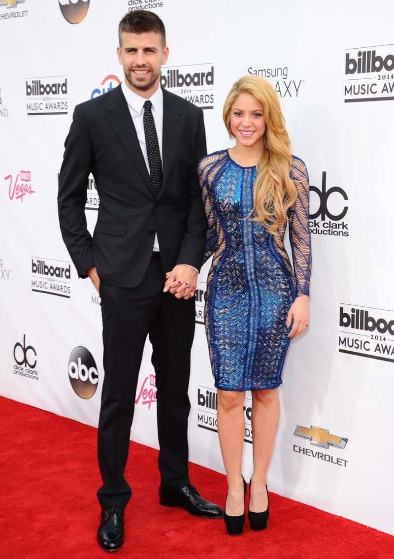 """Shakira 5'2"""""""