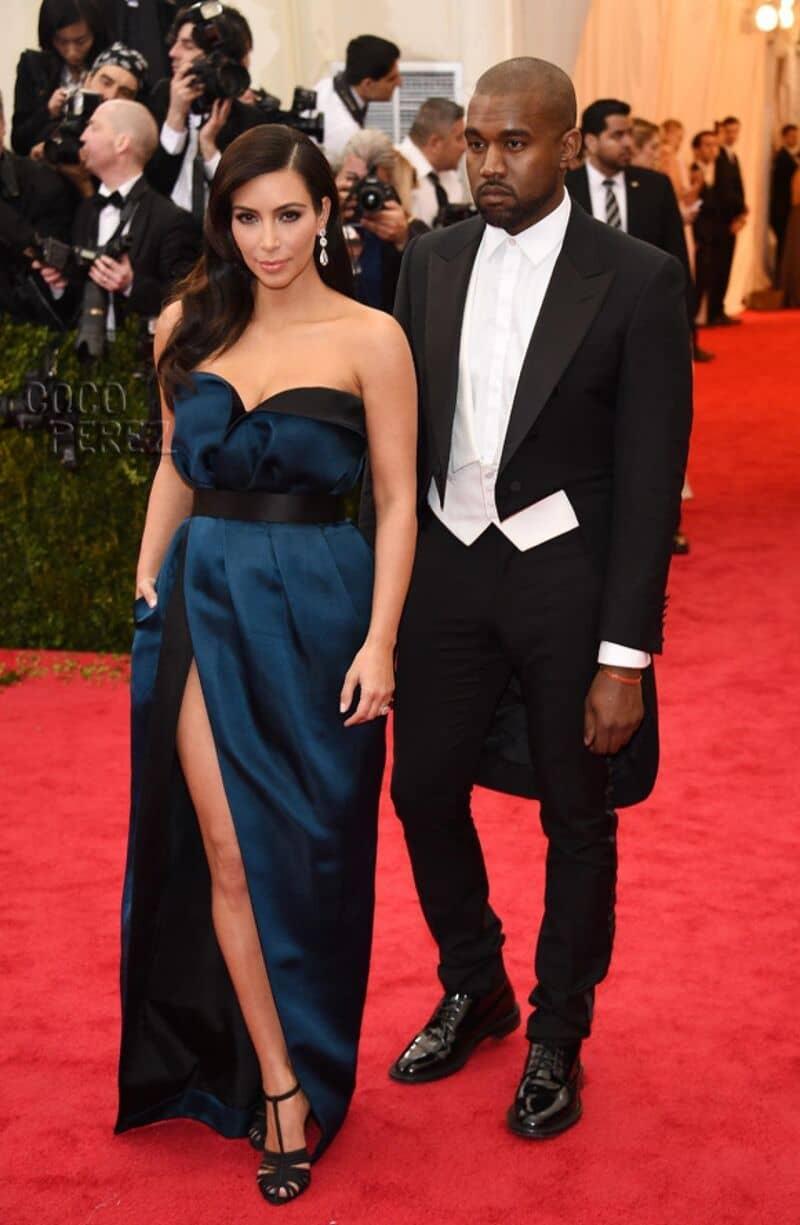 "Kim Kardashian 5'2"""