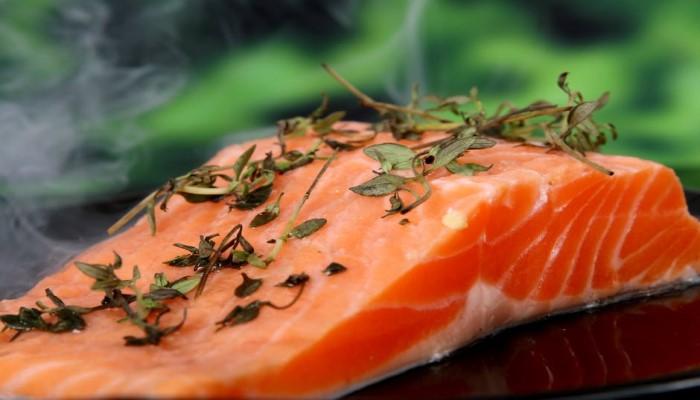 養殖魚(特にサーモンやまぐろ)