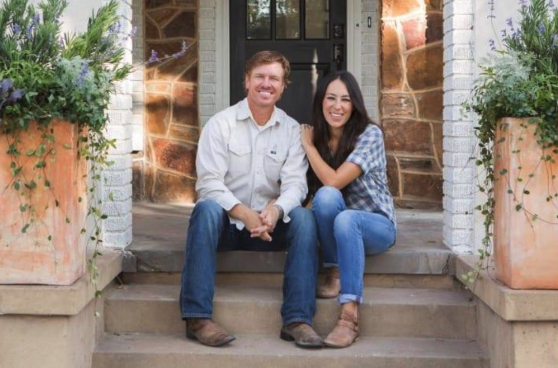 Check Out The Renovated Farmhouse Of The Very Famous Fixer Upper Stars - Chip Ad Joanna Gaines