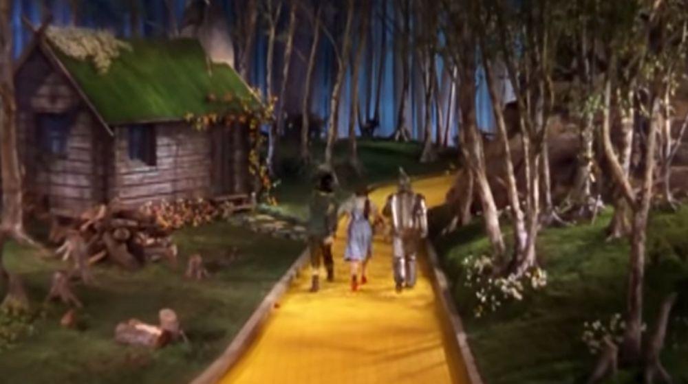 The Wizard Of Oz – Munchkin Scene