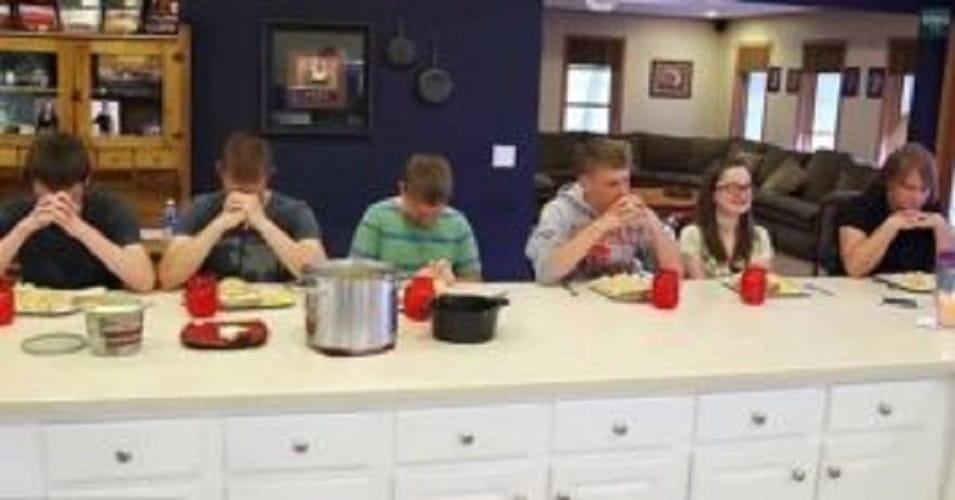 La Famiglia Prima Di Pranzare
