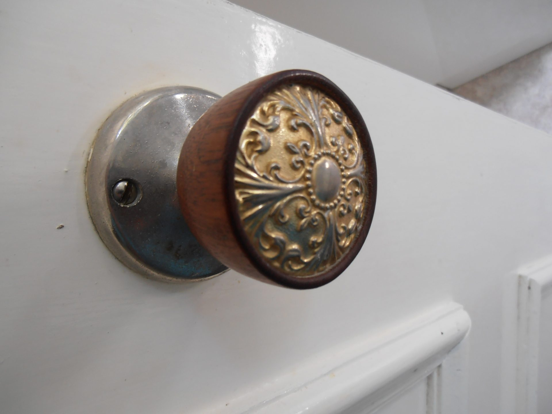 Why Brass Is Used For Doorknobs