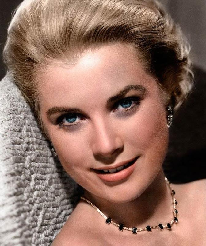 """Grace Kelly Was Once Told That Her Chin Was """"Too Wide"""""""