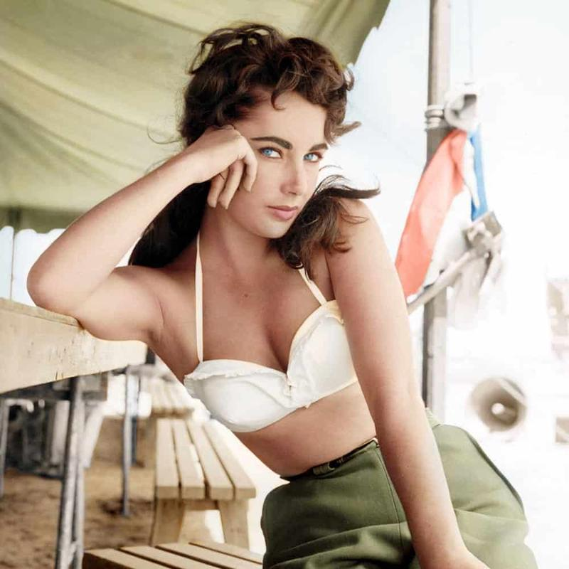 The Gorgeous Elizabeth Taylor While Taping Giant In 1956