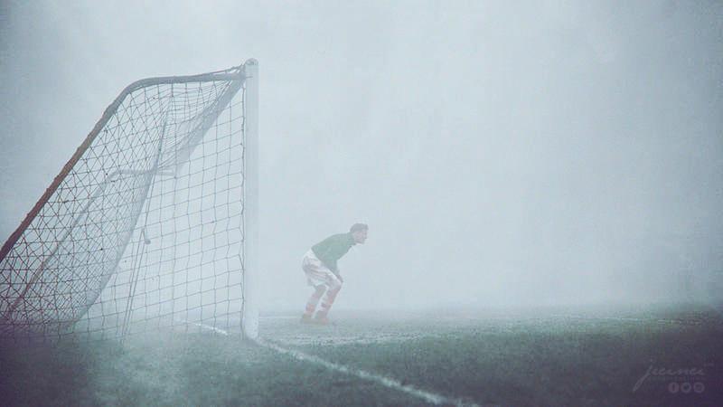 Fútbol En Un Día De Niebla