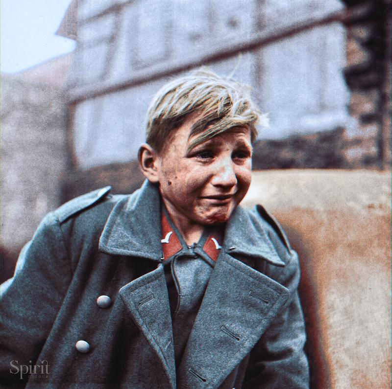Lágrimas De Un Jóven Soldado Tras La Guerra