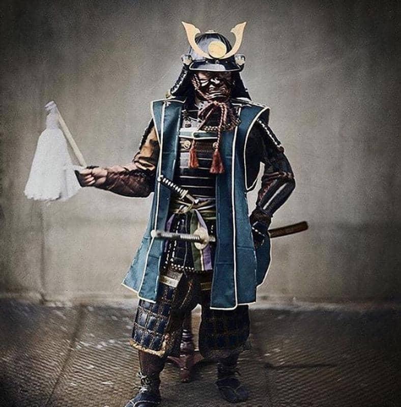 Un Militar Japonés Con El Uniforme Tradicional