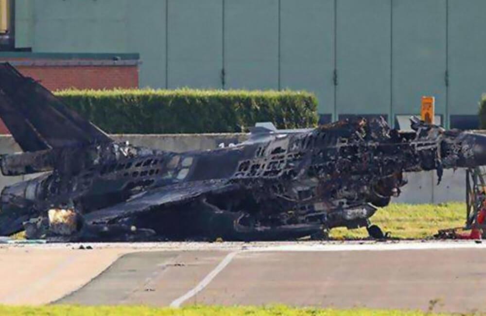 La Destrucción De Un Caza F 16