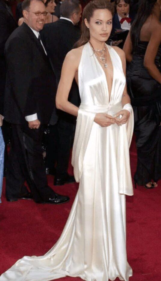 Angelina Et Sa Jolie Robe Blanche