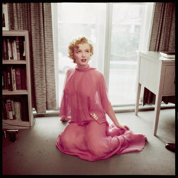 Marilyn Monroe è Graziosa In Rosa