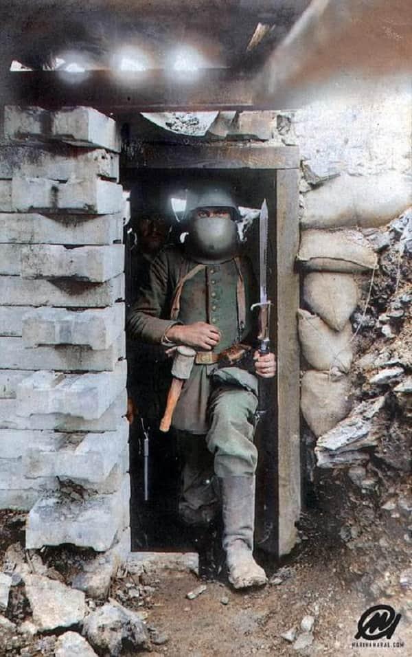Un Soldato Tedesco Nella Sua Panchina Durante La Grande Guerra