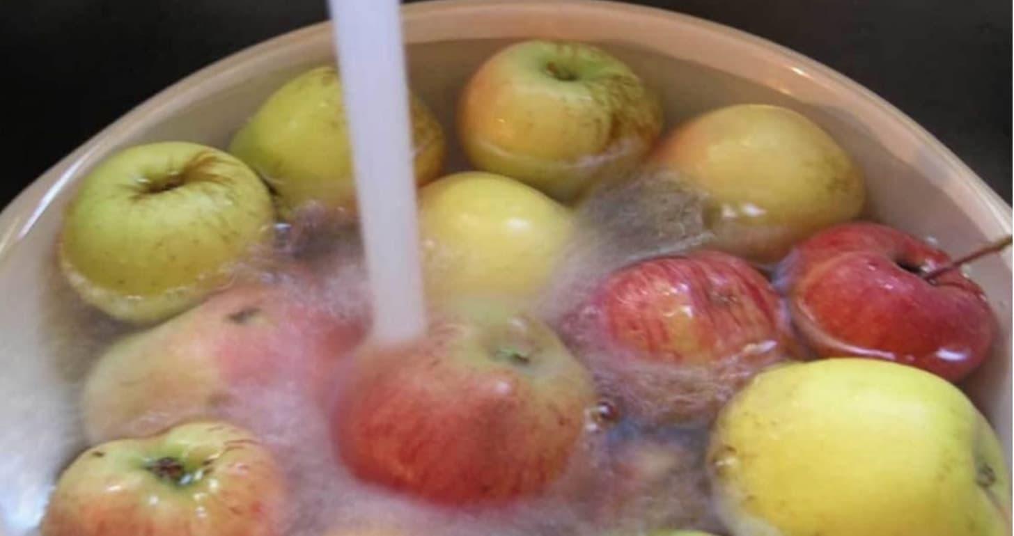 Pis Meyve Ve Sebzeleri Temizleyin