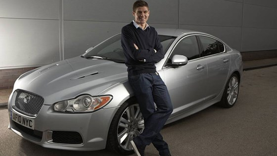 Steven Gerrard Et Sa Jaguar XF