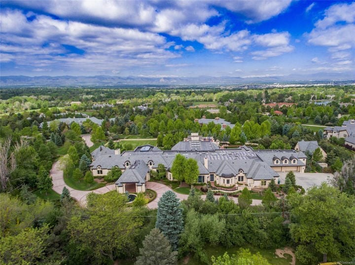 Cherry Hills Village, Colorado (Average Household Income $394,259)