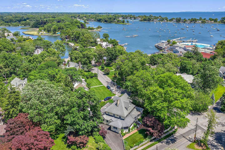 Larchmont, New York (Average Household Income $313,586)