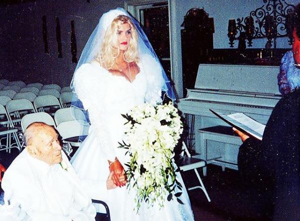 Anna Nicole Smith Marrying Con 26 Años Casándose Con J. Howard Marshall De 89