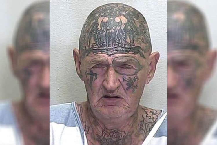 Raccapricciante Nonno Tatuato