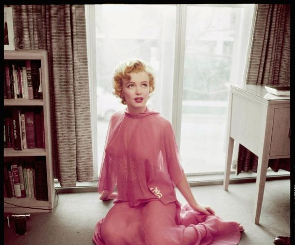 Marilyn Monroe è Bella In Rosa