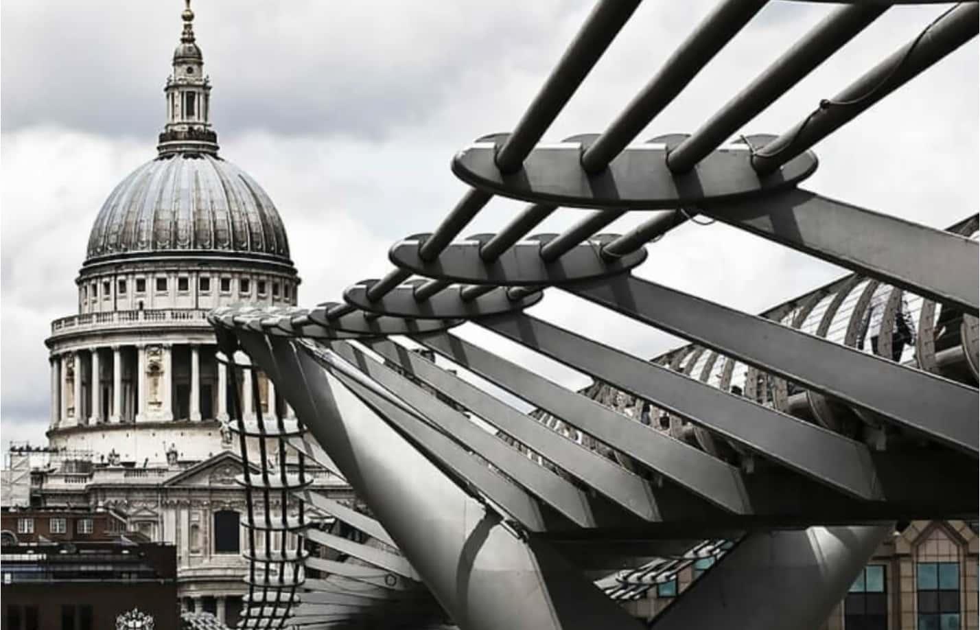 Milenyum Köprüsü'nün Sallantısı