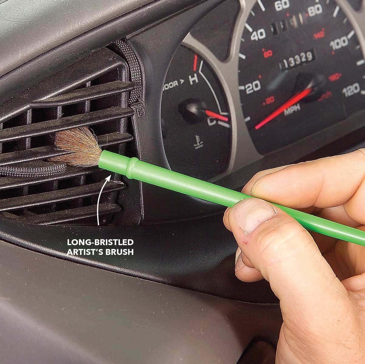 Use Su Pincel Para Limpiar Las Salidas De Aire