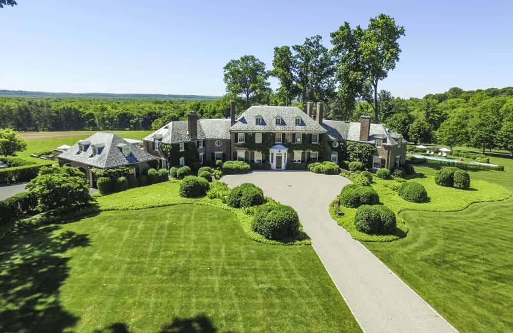 8 Mile Road Mansion – Northville, Michigan