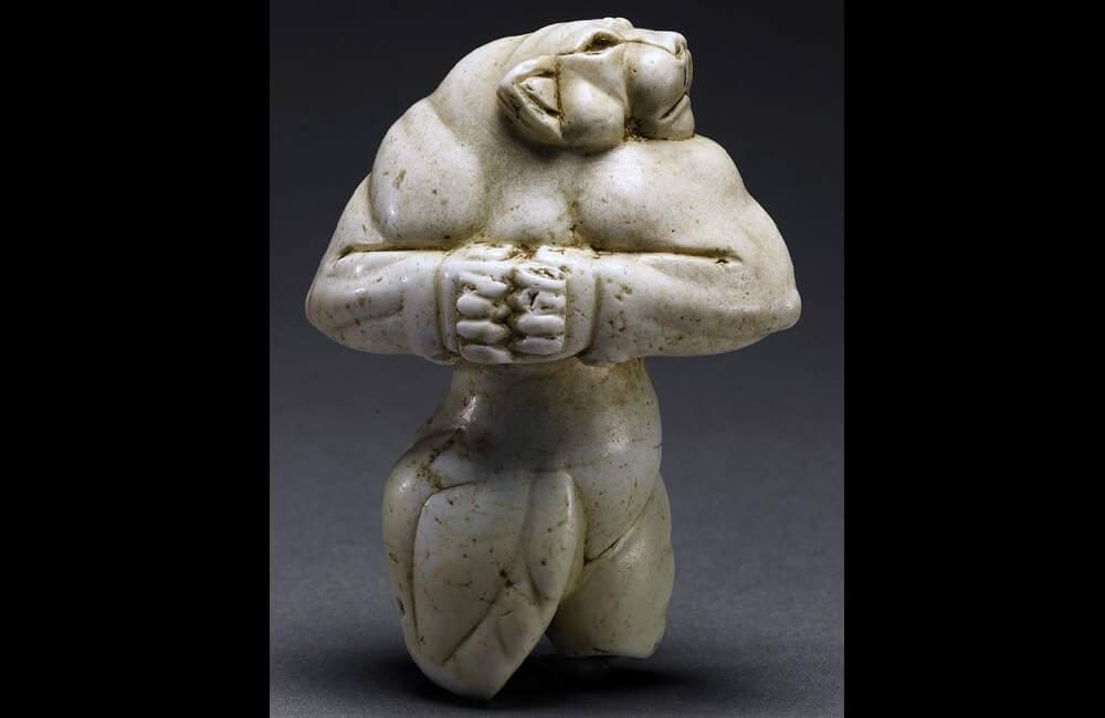 Guennol Lioness Sculpture