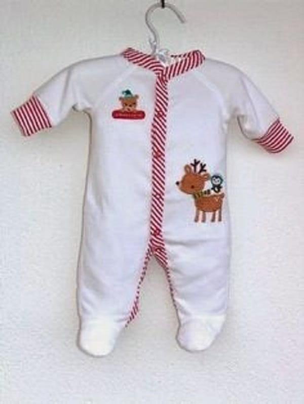 Pulisci Delicatamente I Vestiti Del Bambino