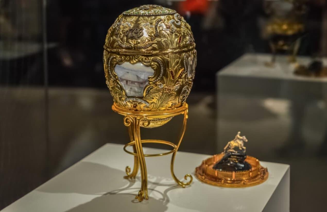 Devasa Bir Faberge Yumurta Koleksiyonu
