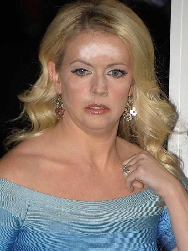 Melissa Joan Hart And Her Facial Powder