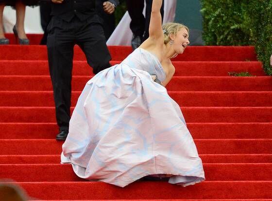 Hayden Panettiere Also Fell Prey To Her Dress